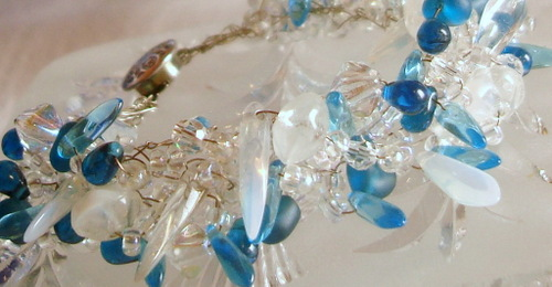 Blue_and_white_bracelet2