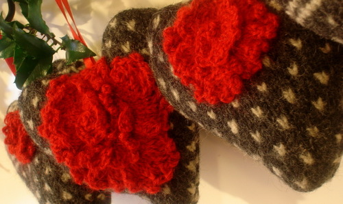 Hearts_with_red_flowers