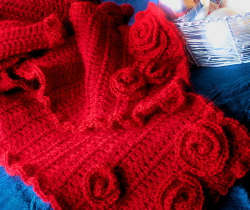 Red_scarf_for_oldemor