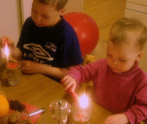 Kids_with_candles_2