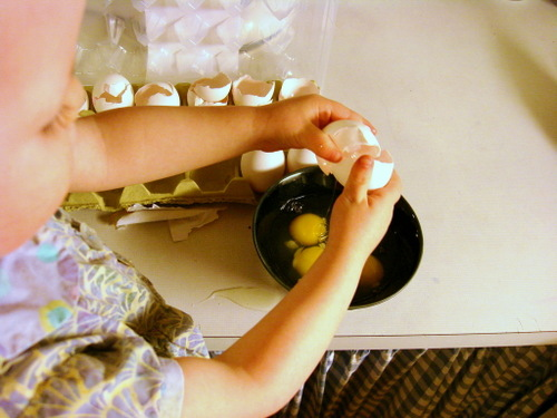 Lilly_cracking_eggs