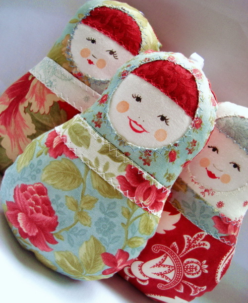 Easter_egg_dolls_red_and_blue2